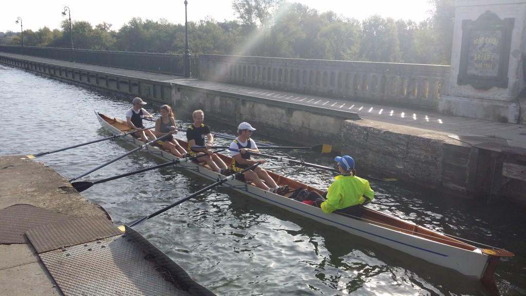 Entrée du pont-canal, faut rentrer les rames...les concepteurs auraient pu prévoir plus large