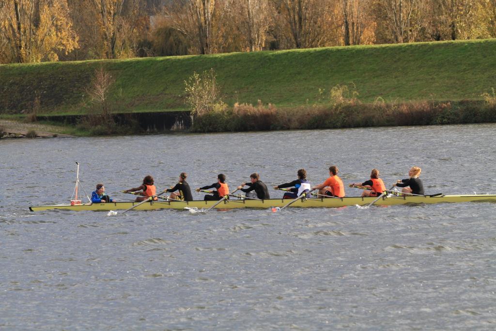 Les filles junior en équipage mixte avec le COTS