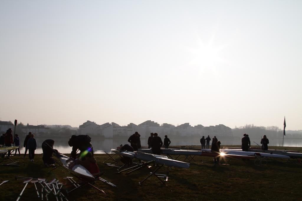 Montage des bateaux sous le soleil