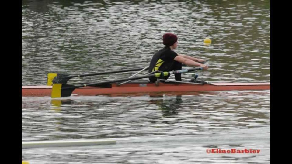 Emma en skiff